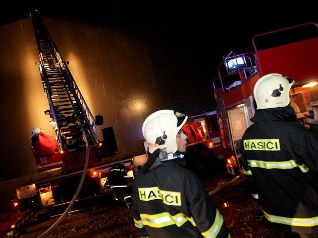V Pohořelicích hořela průmyslová hala