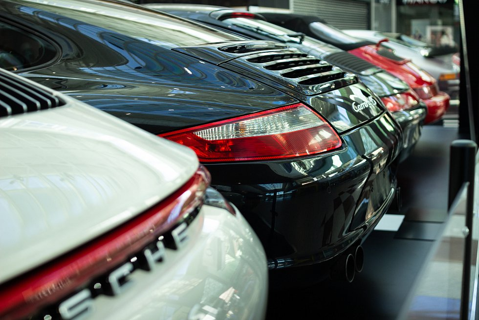 Výstava vozů značky Porsche v OC Olympia Brno.