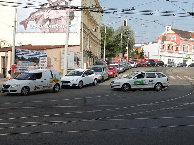 Nejhorší provoz je v Jugoslávské ulici u křížení s Vranovskou.