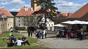 Hrad Veveří nad Brněnskou přehradou měl v sobotu po více než půl roce otevřeno a přivítal první turisty.