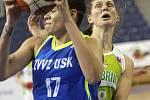 S mistrovským USK Praha sváděly basketbalistky KP Brno vyrovnaný souboj. Přesto nakonec podlehly 66:87. Na snímku Burgrová - Zahui (USK).