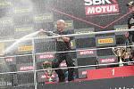 První superbikový závod startoval natřikrát. Ovládl ho suverénní jubilant Rea.