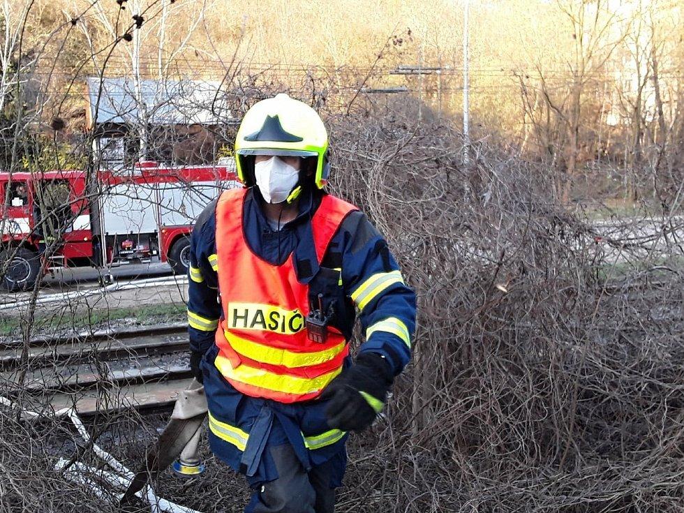 Havárie vodovodu u zastávky Kamenolom ve čtvrtek opět zastavila tramvajovou dopravu v Brně.