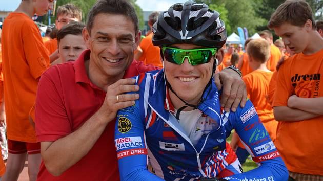 Ivo Koblasa starší (na snímku vlevo) se synem.