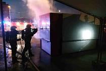 V pondělí ráno hořel stánek s občerstvením na brněnském Mendlově náměstí.