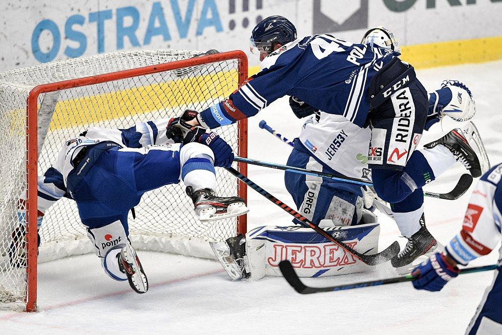 Utkání předkola play off hokejové extraligy - 5. zápas: HC Vítkovice Ridera - HC Kometa Brno, 16. března 2021 v Ostravě. (zleva) Tomáš Bartejs z Brna a Roman Polák z Vítkovic.