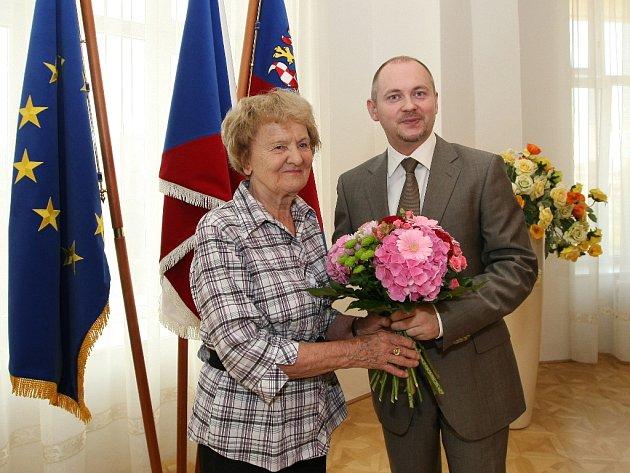 Bývalá gymnastka Věra Růžičková předá sportovcům zdravici.