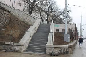 Nové schody na Nových sadech v centru Brna jsou zatím zavřené, čeká se na jejich kolaudaci.