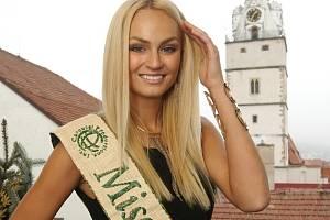 Tereza Fajksová na první návštěvě Ivančic jako nejkrásnější žena světa.