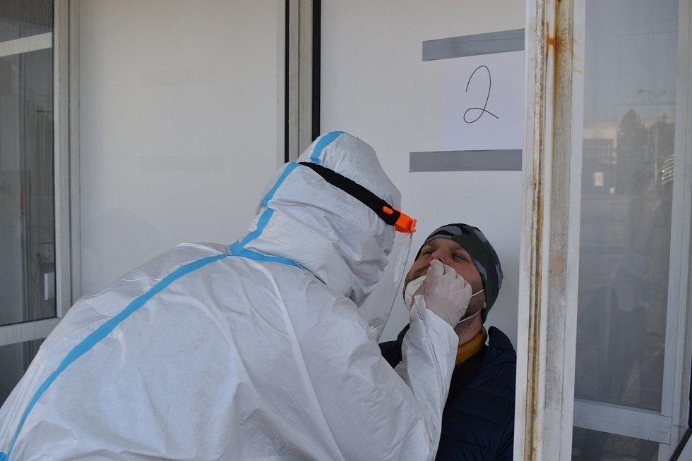 Na brněnském výstavišti probíhá antigenní testování veřejnosti na onemocnění koronavirem.