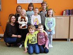 Žáci 1. ročníku ze ZŠ v Ketkovicích s třídní paní učitelkou Petrou Burešovou.