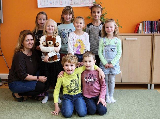 Žáci 1.ročníku ze ZŠ vKetkovicích střídní paní učitelkou Petrou Burešovou.