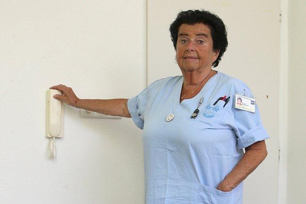 Zdravotní sestra zbrněnské Dětské nemocnice, kde pracujee už půl století, Blanka Themlová.
