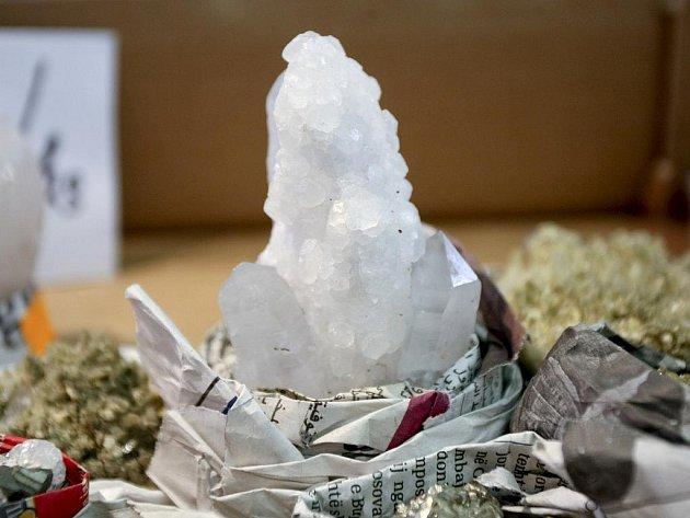Lesk šperků, krásu minerálů a stáří zkamenělin mohli obdivovat návštěvníci na šestadvacátém ročníku prodejní výstavy Minerály Brno.