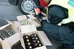 Jihomoravští celníci minulý týden zadrželi více než dva tisíce litrů nezdaněného alkoholu, třináct tisíc kusů cigaret a osmdesát gramů marihuany.
