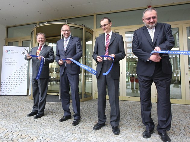 Fakulta informatiky Masarykovy univerzity v Brně oslavila své dvacetileté výročí otevřením dvou nových budov.