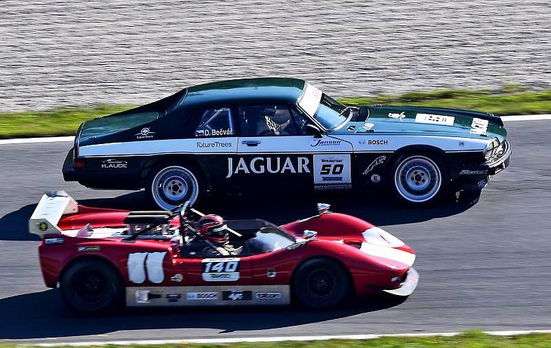 Závodní řidič Jaguaru XJS David Bečvář ovládl víkend šampionátu HistoCup na Salzburgringu.