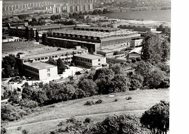 Výroba brněnských traktorů ještě vtehdejší Zbrojovce začala vroce 1946.Původní název ZKL, Závody kuličkových ložisek, změnila společnost vlistopadu roku 1976na Zetor.