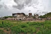 Demolice bývalé elektrárny v Oslavanech pokračuje.