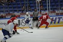 Hokejisté Komety porazili v přípravě Třinec 7:0.