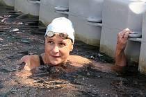 Dálková plavkyně brněnské Komety Silvie Rybářová.