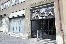 Kino Jalta ve stejnojmenné pasáži ve středu města začalo promítat v roce 1929. Od devadesátých let v něm byl hudební klub. Pasáž v současnosti chátrá, město nyní hledá kupce.