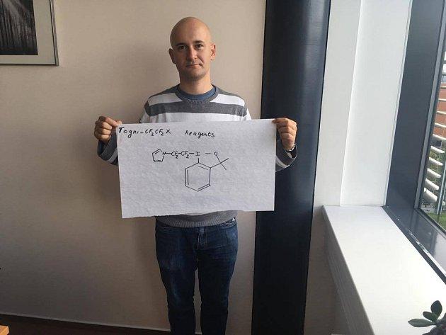 Třiatřicetiletý Václav Matoušek ze Zlivi na Českobudějovicku v Brně vyvíjí a prodává sloučeniny, které zrychlují výzkum léků.