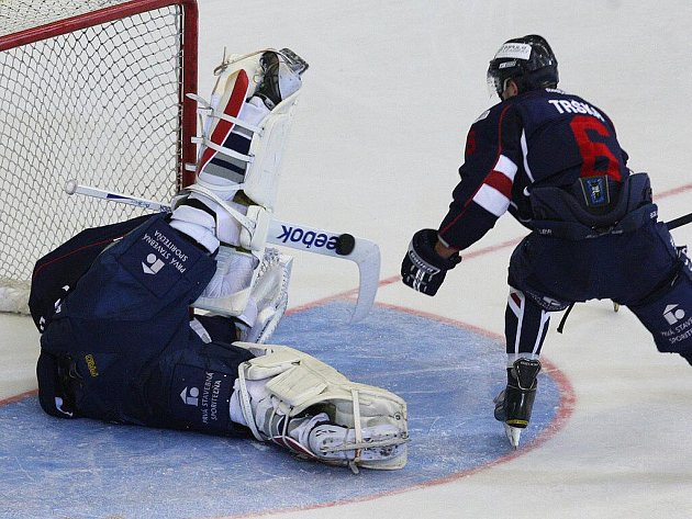 Hokejisté brněnské Komety pokřtili opravené Rondo nejlepším možným způsobem. V přípravném zápase porazili Slovan Bratislava 1:0.