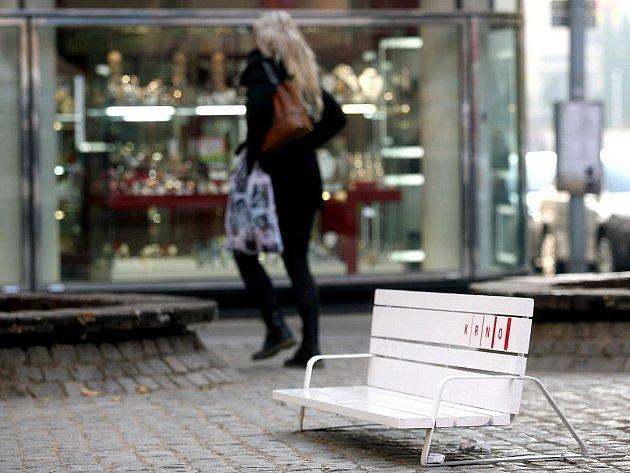 Recesistické lavičky v centru Brna.