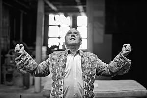 Miroslav Donutil na prknech Divadla Husa na provázku - Amadeus, 2014.