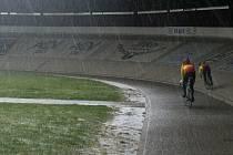 Dráhovým cyklistům chybí hala. Brňané makají v mrazu.