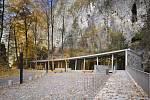 Vstupní budova areálu Punkevních jeskyní v Moravském krasu.