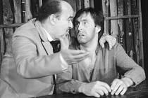 Herec Aleš Jarý si zahrál v inscenaci Revizora s Jiřím Tomkem v roce 1988 v Divadle bratří Mrštíků v režii Stanislava Moše.