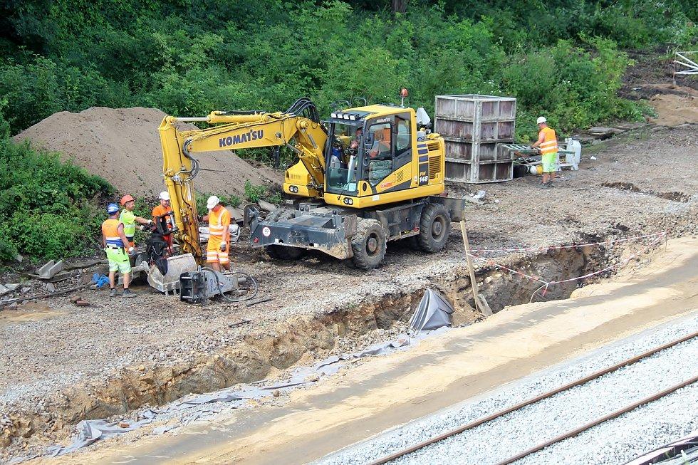 Elektrizace trati z Brna do Střelic spěje do závěrečné fáze. Výluka potrvá do 20. září.