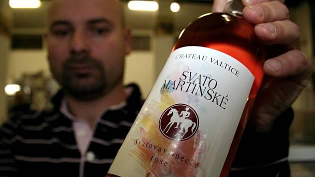 Růžová vína jsou lehká, zároveň mají výraznou chuť. Vinaři na jihu Moravy je vyrábějí už ze čtvrtiny modrých hroznů, které sklidí. Populární jsou i mladá vína, proto výrobci často nabízejí růžové Svatomartinské.