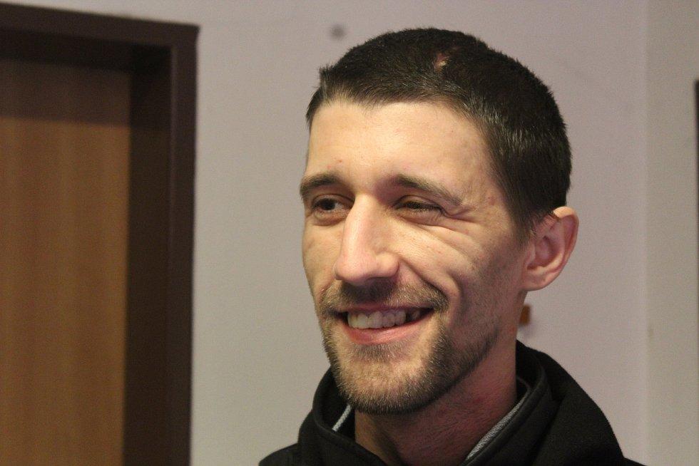 Voják Richard Kolegar (30), kterého loni v květnu v brněnských Chrlicích úmyslně srazil Lukáš Frodl autem poté, co ho zachytil zrcátkem. Kolegar se dva týdny před pokusem o vraždu vrátil z mise v Afghánistánu.