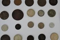 Úřad pro zastupování státu ve věcech majetkových ve Vyškově bezúplatně předal České národní bance 292 kusů českých i cizích mincí.