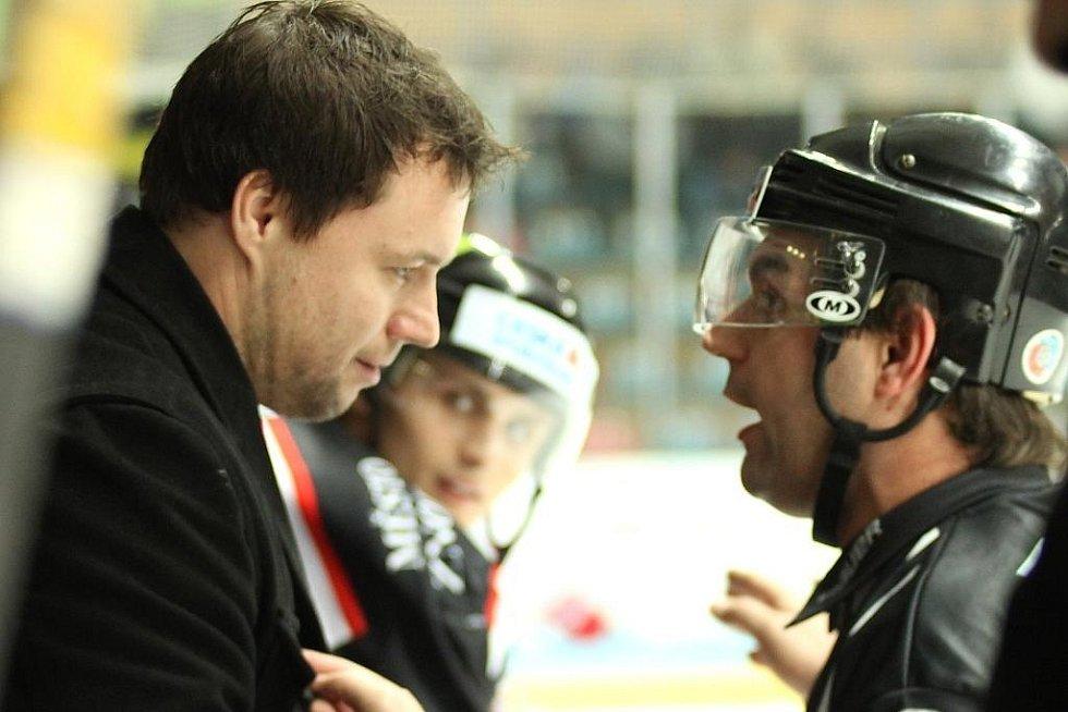Hokejový trenér Martin Stloukal (vlevo).