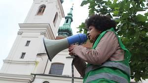 Akce Black Lives Matter upozorňující na rasismus na brněnském Dominikánském náměstí.