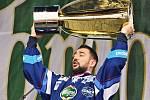 Pohár pro mistry play off extraligy patří hráčům Komety Brno.
