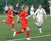 Fotbalová Líšeň má nové hřiště s umělou trávou.  Jako první ho otestovaly ženy.