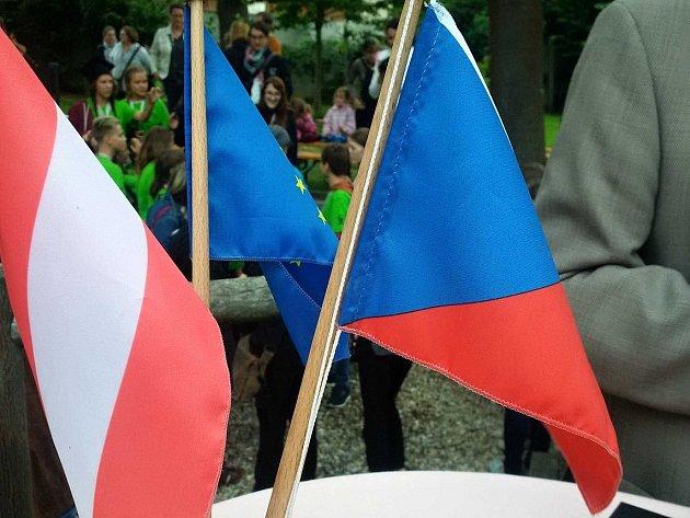 Vědci z brněnské Masarykovy univerzity zjišťovali, jak se vzájemně vnímají Češi a Rakušané v moravském pohraničí.