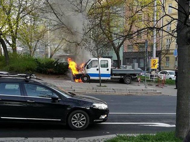 Na Kolišti hořela dodávka, škoda je padesát tisíc korun