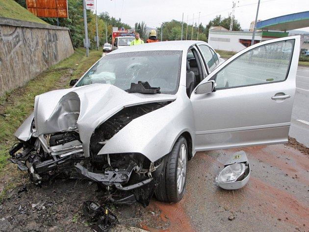 Řidič i spolujezdec vyvázli z nehody jen s lehkým poraněním.