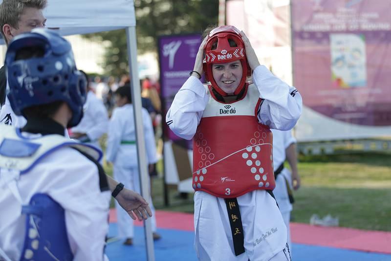 Olympijský festival přilákal v den zahájení stovky diváků. V areálu na brněnské Riviéře si mohli lidé vyzkoušet desítky různých olympijských sportů a je pro ně připraveno sportovní i relaxační zázemí. Festival zahájili představitelé města Brna, Jihomoravs
