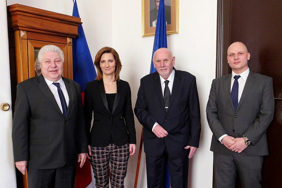 Dlouholetý tajemník brněnského magistrátu Pavel Loutocký (vlevo) po téměř třiceti letech ve funkci odchází.