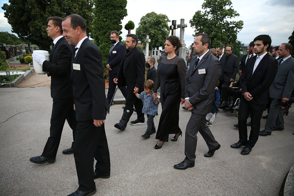 Pohřeb a uložení urny v rodném hrobě Libuše Šafránkové ve městě Šlapanice.