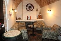 Sklepní vinárna a restaurace Pod Radničním kolem.