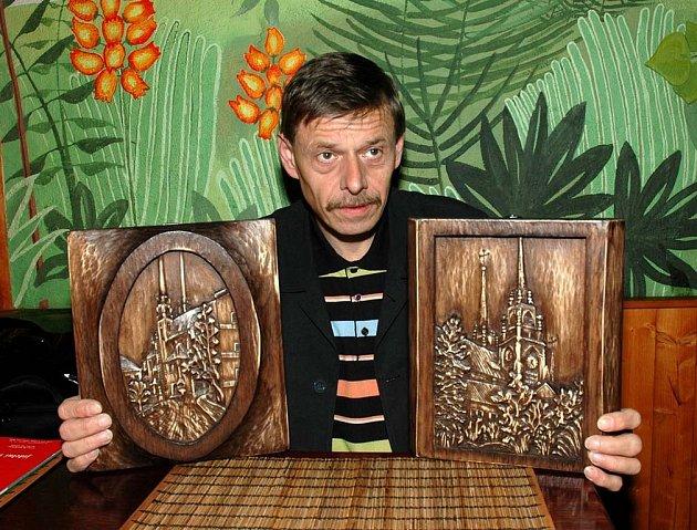 Umělecký řezbář Pavel Cyprian.