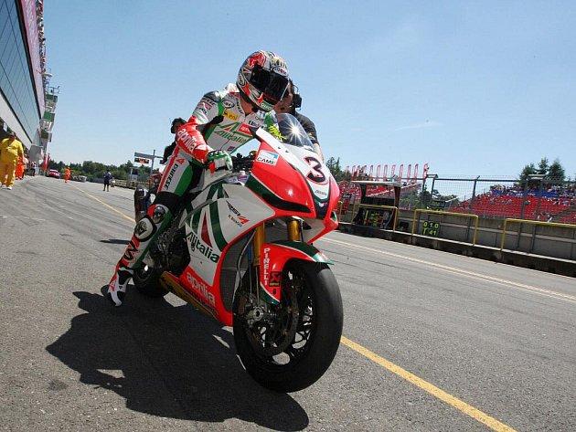 Závod superbiků na brněnském okruhu - Max Biaggi.